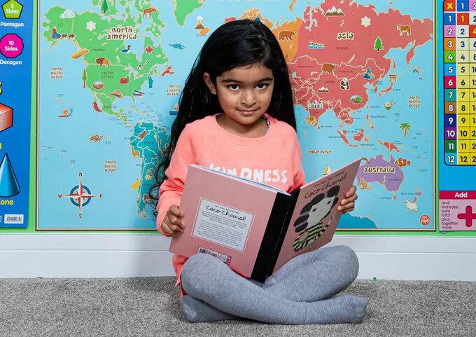 7 tháng biết nói, 15 tháng biết đọc sách, nhưng bé gái 4 tuổi có chỉ số IQ ngang với  Einstein lại ước có 1 điều mà bạn đồng trang lứa nào cũng có - Ảnh 1.