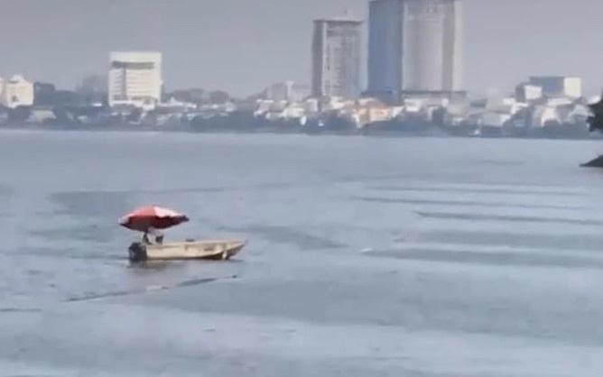 Hà Nội: Người đàn ông bỏ xe nhảy xuống hồ Tây khi gặp chốt 141