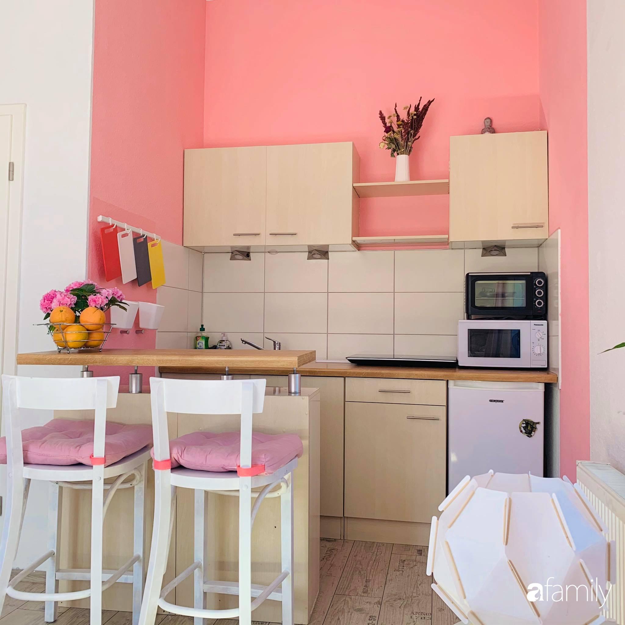 Giữa tâm dịch của nước Đức, cô gái Việt tạo niềm vui bằng cách cải tạo căn phòng thành không gian màu hồng mộng mơ - Ảnh 3.