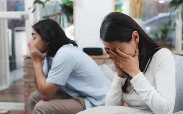 Vợ tôi lao vào phòng khóc ỉ ôi và đòi ly hôn chỉ vì câu nói của mẹ chồng