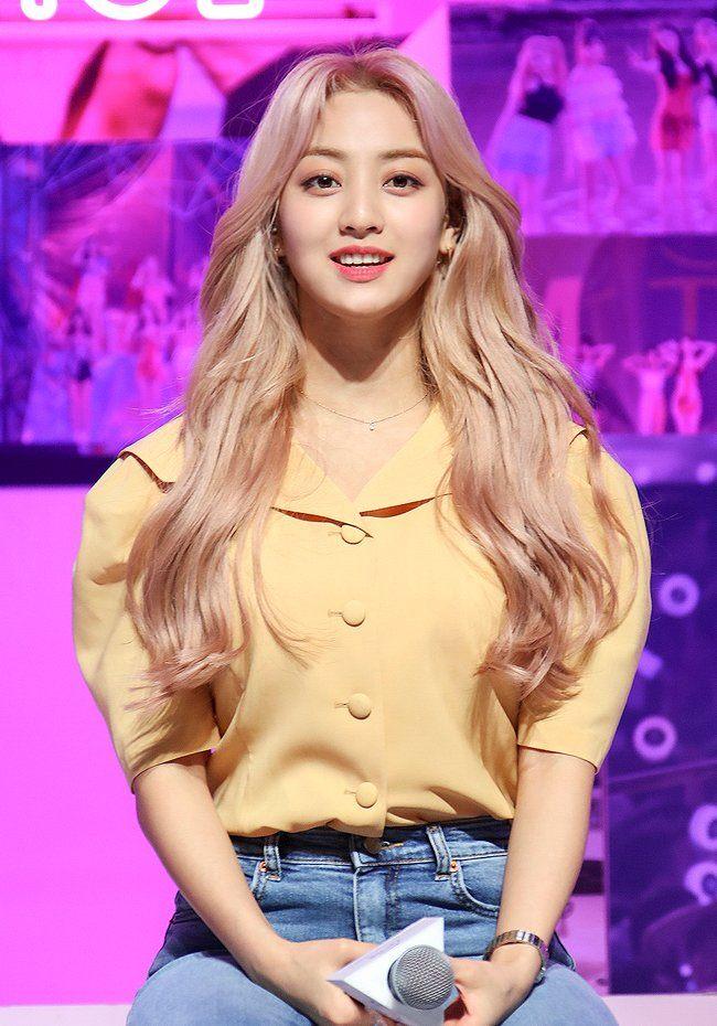 """Twice đồng loạt đổi tóc mới: Tzuyu """"max xinh"""" nhưng kéo đến Sana – Nayeon mới bất ngờ - Ảnh 6."""