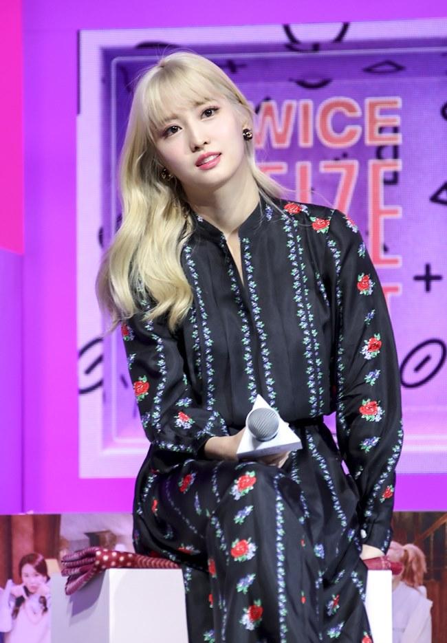 """Twice đồng loạt đổi tóc mới: Tzuyu """"max xinh"""" nhưng kéo đến Sana – Nayeon mới bất ngờ - Ảnh 7."""