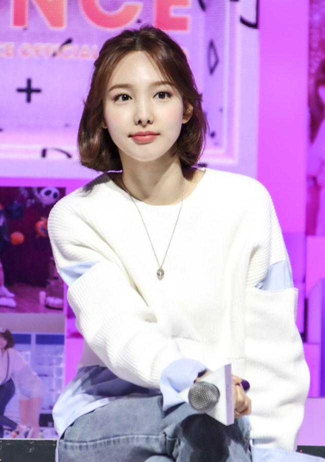 """Twice đồng loạt đổi tóc mới: Tzuyu """"max xinh"""" nhưng kéo đến Sana – Nayeon mới bất ngờ - Ảnh 3."""
