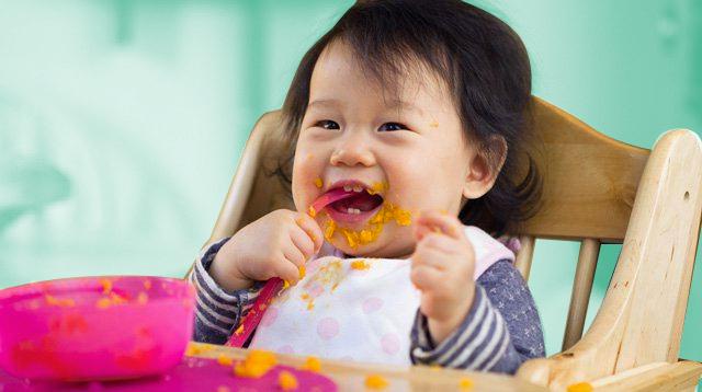Khoan giận dữ khi thấy con ném thức ăn bởi đó thực sự là một cột mốc phát triển của trẻ - Ảnh 1.