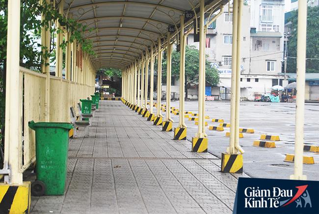 Hà Nội ngày thứ 2 cách ly xã hội: Bến xe không khách, người vô gia cư luôn có lương thực - Ảnh 4.