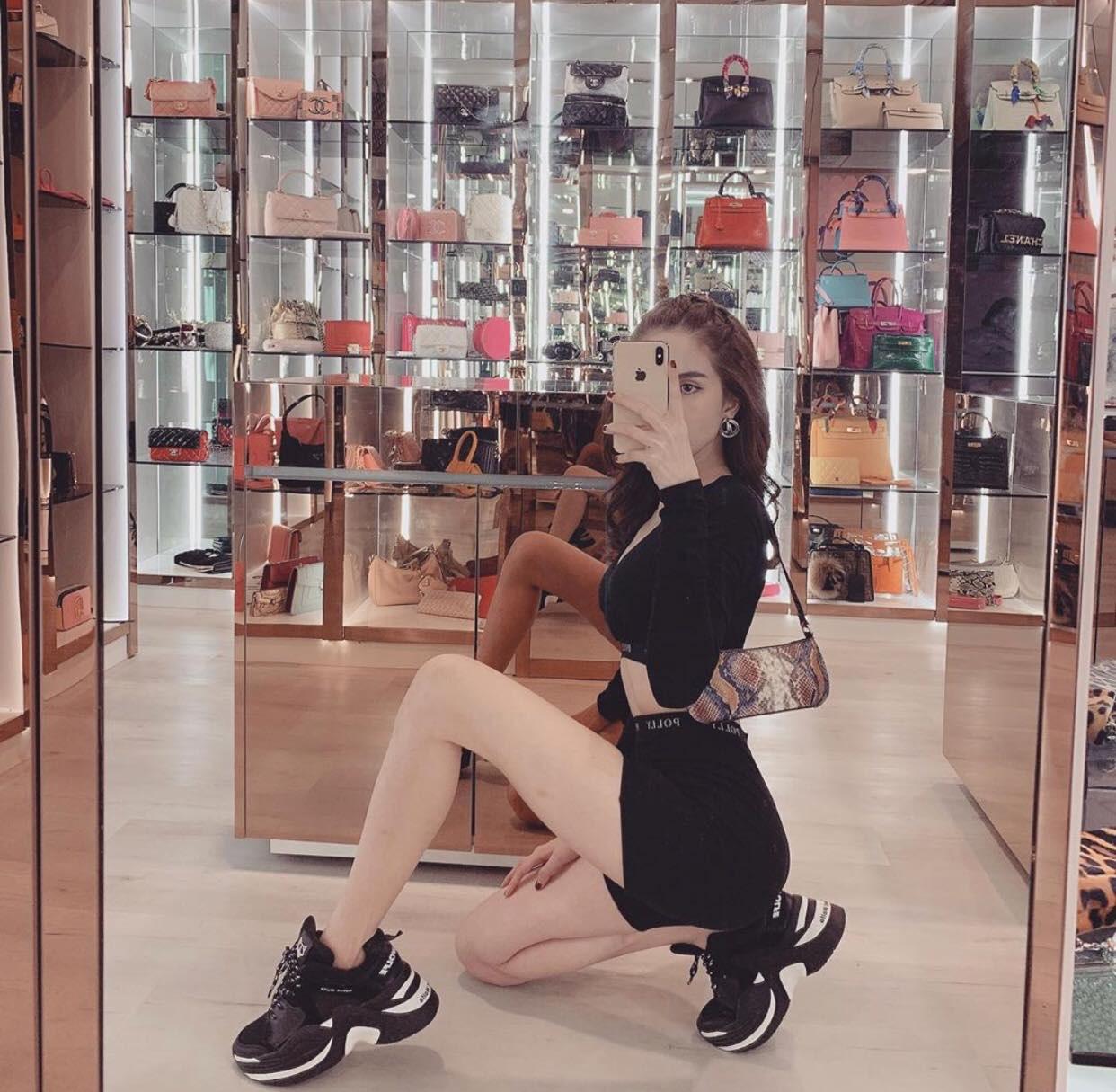 Vắng show chậu mùa dịch, Ngọc Trinh vẫn khoe thành quả mua sắm gây choáng: Sơ sơ cũng 40 đôi giày! - Ảnh 3.