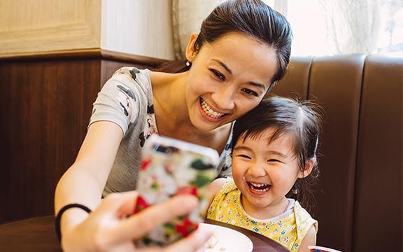 Có thể gây ra nhiều nguy hại cả về tâm lý và an toàn nếu bố mẹ thường xuyên đăng ảnh con lên Facebook, MXH
