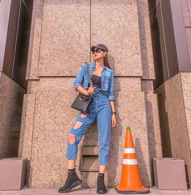 """Loạt sao châu Á mê nhiều kiểu quần jeans """"quái đản"""" nhưng đều không """"gắt"""" bằng 2 kiểu quần jeans cắt khoét đỏ mặt của các hot girl - Ảnh 4."""