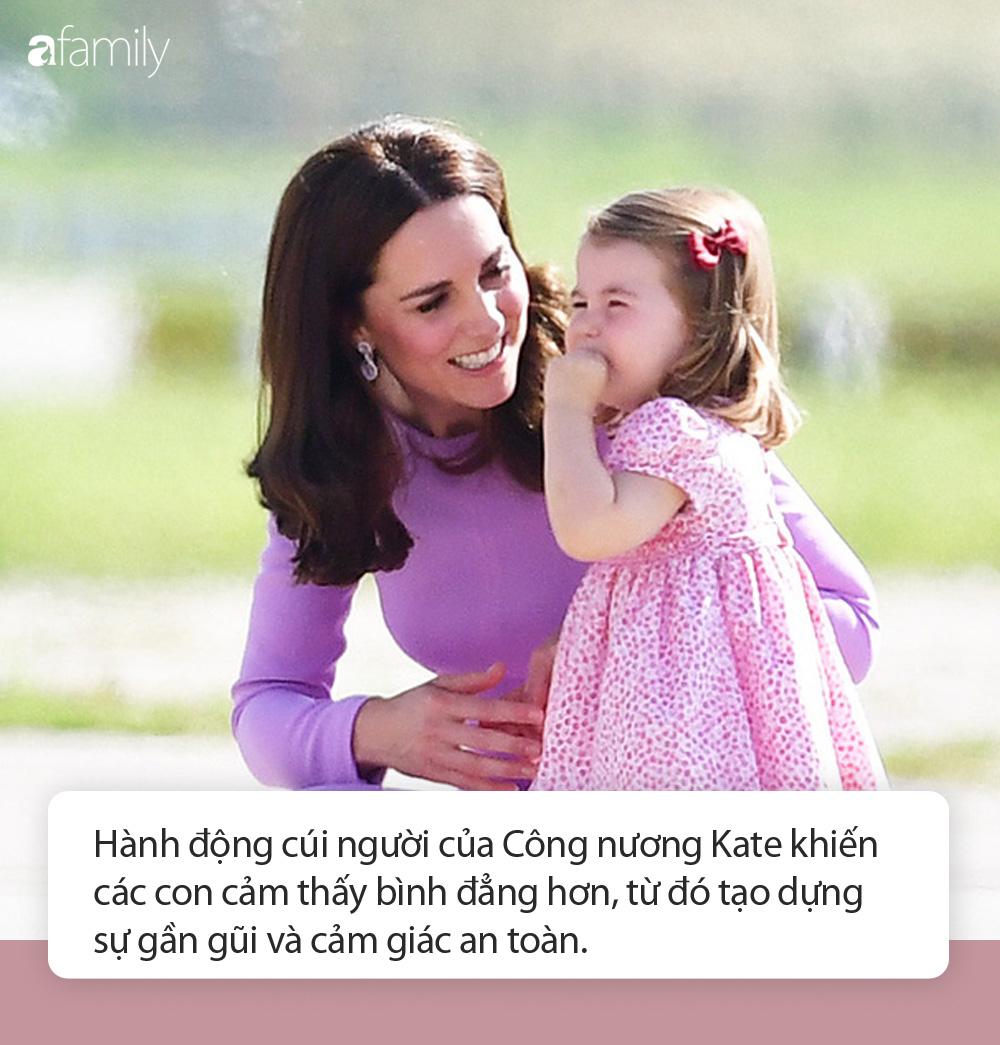 """Bật mí lý do sâu xa khiến Công nương Kate luôn phải cúi người xuống mỗi khi các Hoàng tử, Công chúa """"ăn vạ"""" - Ảnh 4."""