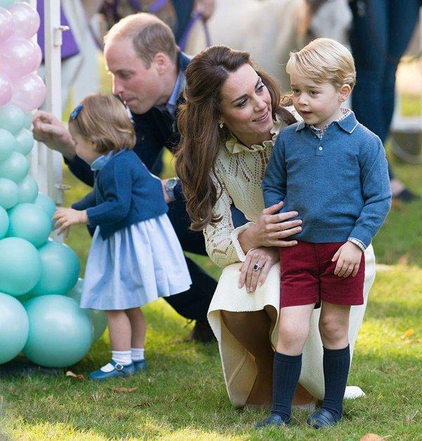 """Bật mí lý do sâu xa khiến Công nương Kate luôn phải cúi người xuống mỗi khi các Hoàng tử, Công chúa """"ăn vạ"""" - Ảnh 3."""