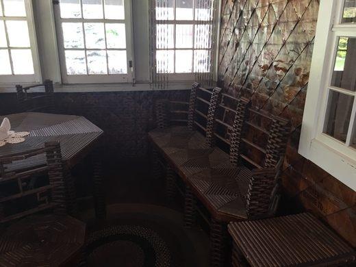 Chuyện kỳ lạ về ngôi nhà làm từ 100.000 tờ báo cũ, vững chãi hiên ngang suốt gần 1 thế kỷ vẫn không có dấu hiệu mục nát - Ảnh 8.