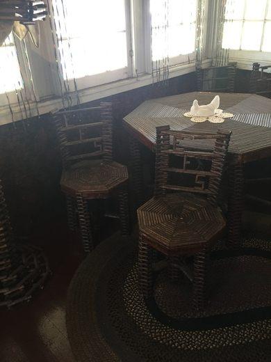 Chuyện kỳ lạ về ngôi nhà làm từ 100.000 tờ báo cũ, vững chãi hiên ngang suốt gần 1 thế kỷ vẫn không có dấu hiệu mục nát - Ảnh 9.
