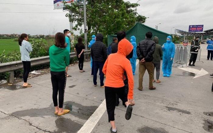 Phát hiện xe khách chở 30 người bất chấp lệnh cấm đi từ Bình Thuận về Bắc Giang