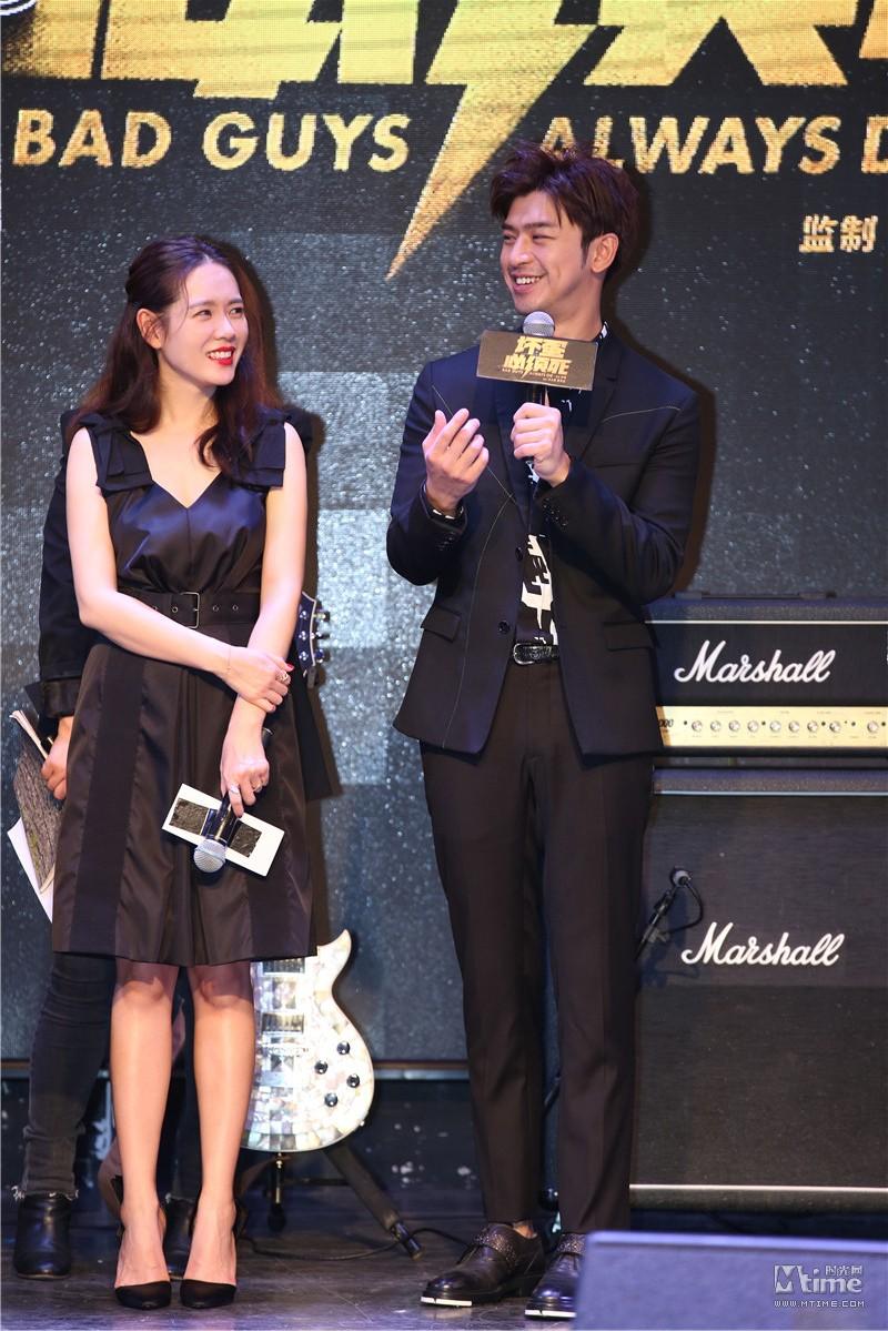 """Diện váy giống Son Ye Jin nhưng nhờ là lượt váy áo phẳng phiu mà Angela Baby đã """"đánh bật"""" về độ sang chảnh - Ảnh 2."""