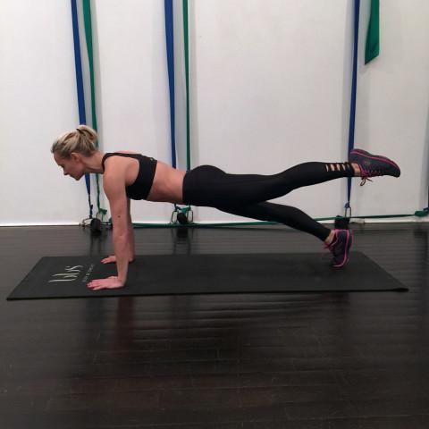 Thử thách 15 ngày, mỗi ngày tập 1 động tác Plank: Cứ thực hiện đi rồi vóc dáng của bạn không săn gọn hẳn mới là lạ - Ảnh 4.
