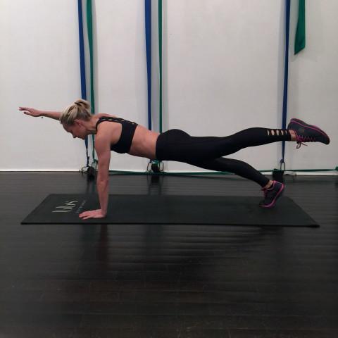 Thử thách 15 ngày, mỗi ngày tập 1 động tác Plank: Cứ thực hiện đi rồi vóc dáng của bạn không săn gọn hẳn mới là lạ - Ảnh 5.