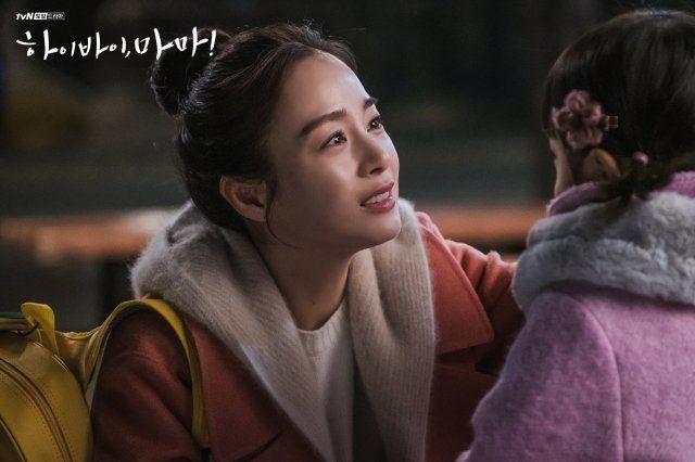 """""""Hi Bye, Mama"""": Lộ cái kết buồn, Kim Tae Hee sẽ chết để cứu con gái khiến khán giả tức giận chỉ trích biên kịch vì quá tàn nhẫn - Ảnh 2."""