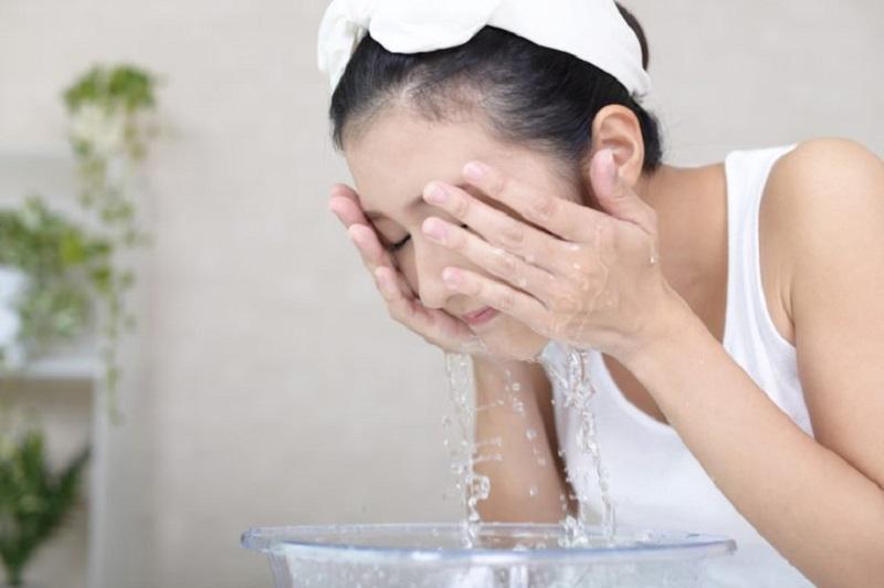 Thao tác làm sạch khi da đang bị kích ứng - Ảnh 4.