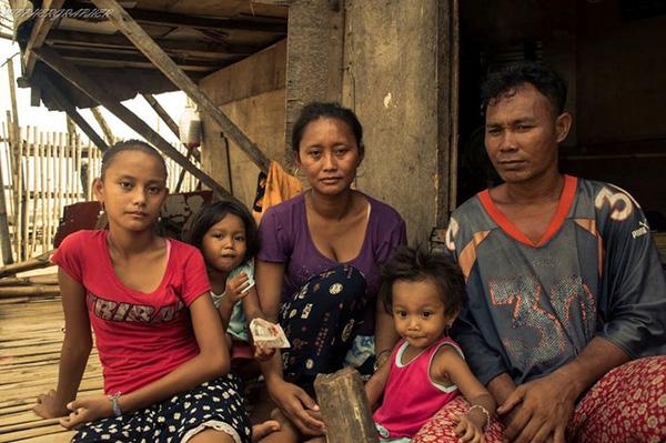 """Cô bé ăn xin bị nhiếp ảnh gia """"chụp trộm"""" trên đường phố, 4 năm sau không ngờ bức ảnh ấy lại giúp em đổi đời, cứu cả gia đình thoát khỏi đói nghèo - Ảnh 4."""