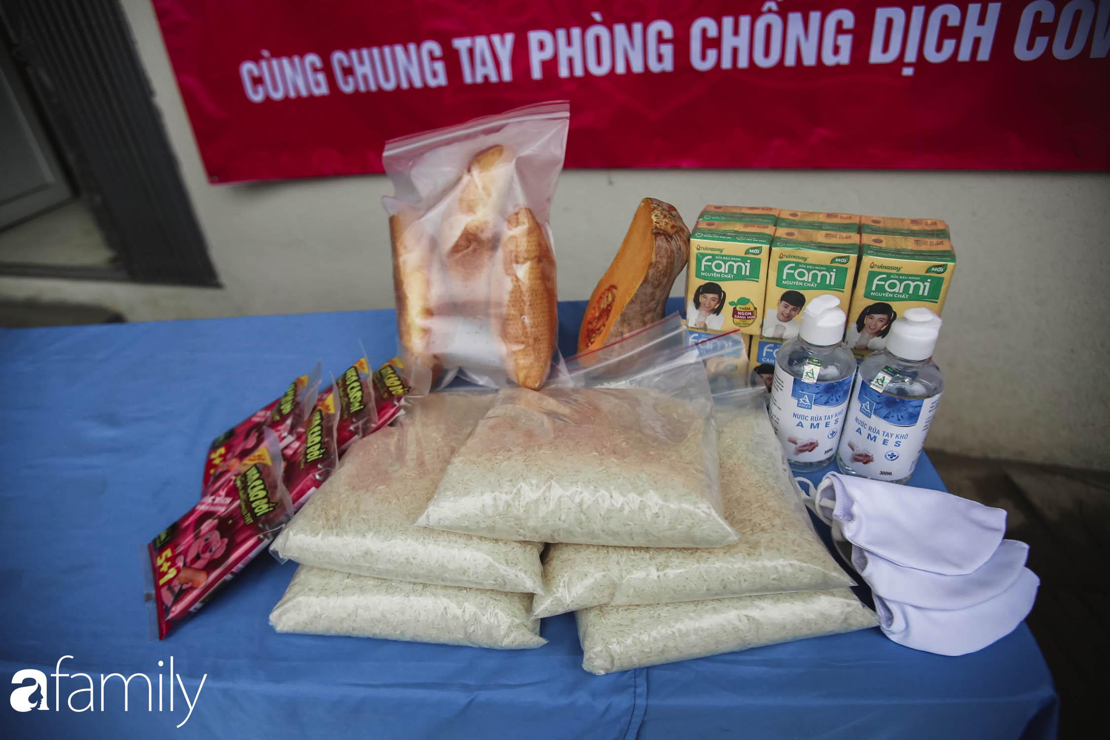 Những ngày cách ly chống dịch: Nhiều điểm phát lương thực mở ra như món quà vô giá với sinh viên nghèo, lao động thất nghiệp cố bám trụ lại Thủ đô - Ảnh 6.
