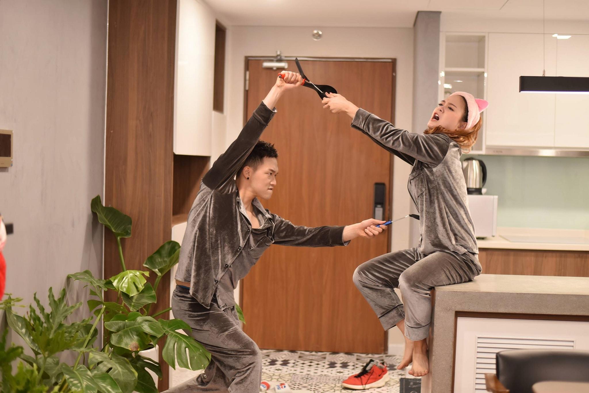 """Cộng đồng mạng phát sốt với """"Gia đình Thủng Long"""" - cặp vợ chồng trẻ có cuộc sống hài hước nổi đình đám trên MXH TikTok - Ảnh 2."""