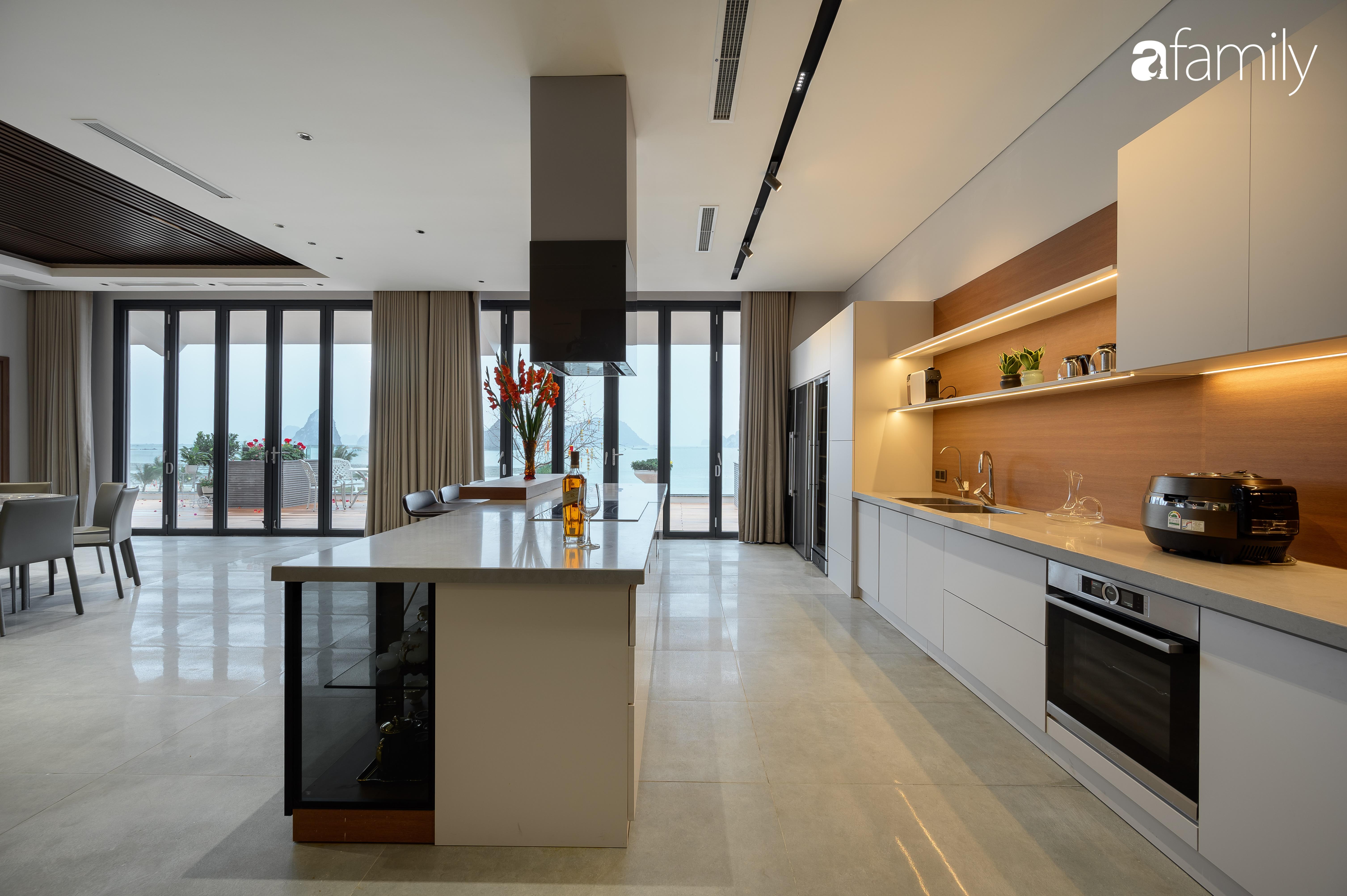 """Mê mẩn với căn hộ 350m² có cảnh """"view triệu đô"""" hướng ra bờ biển ở Quảng Ninh, không gian hiện đại nhưng vẫn hòa hợp với thiên nhiên khiến ai ngắm xong cũng ao ước được sở hữu  - Ảnh 6."""
