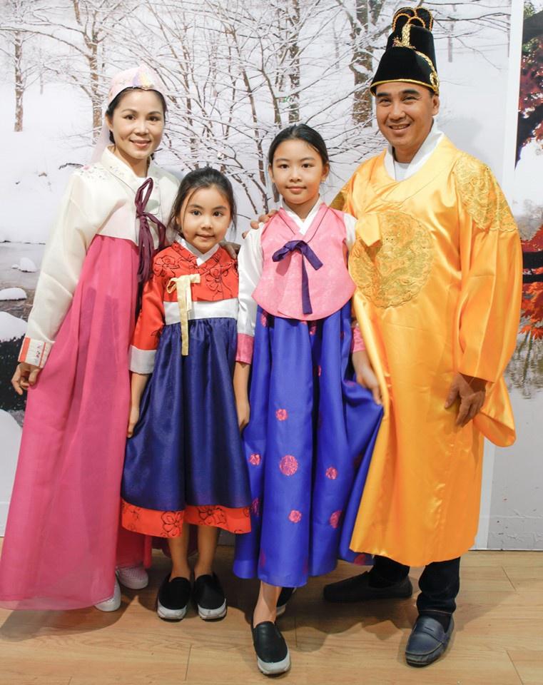 """Các con của Quyền Linh ngày ấy - bây giờ: Mới 15 tuổi đã xinh như hoa hậu, nhà giàu nhưng được bố dạy theo cách """"chẳng giống ai"""" - Ảnh 1."""