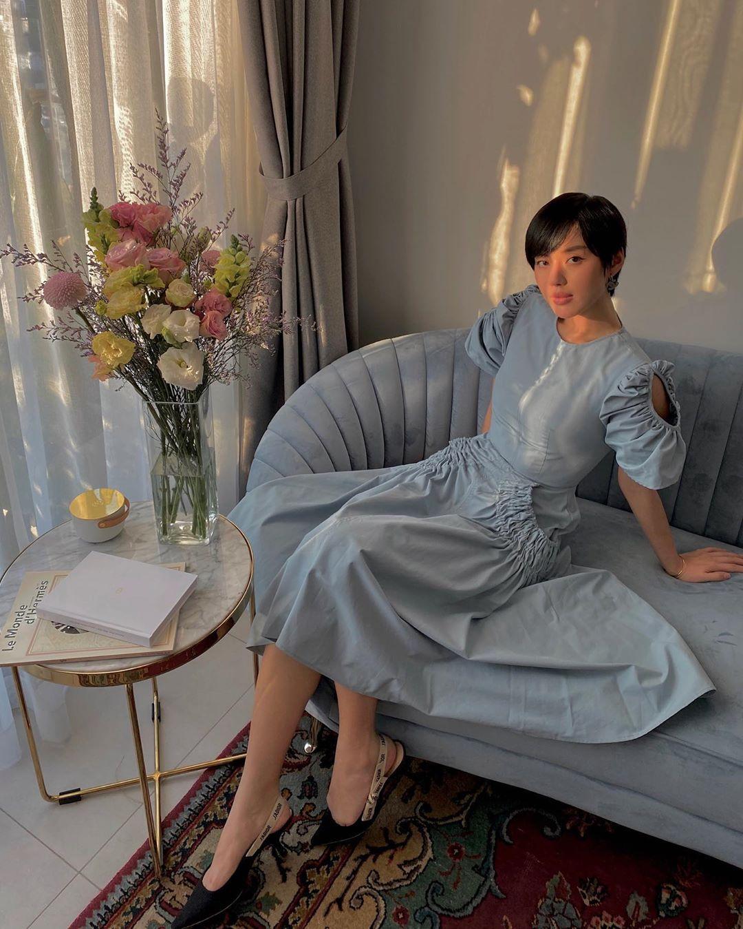 Những màn lên đồ cực gắt của sao Việt khi ở nhà: Phạm Hương mặc bikini vẫn cố diện túi trăm triệu, có người còn lôi túi cả trăm triệu mới sắm ra khoe - Ảnh 10.