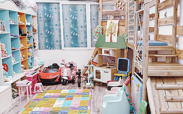 Mẹ Hà Nội đưa cả khu vui chơi ngoài trời vào trong nhà, con nghỉ học ở nhà tránh dịch cũng là chuyện nhỏ