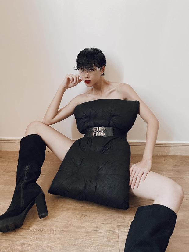 """Những màn lên đồ cực gắt khi ở nhà: Phạm Hương mặc bikini vẫn cố diện túi 400 trăm triệu, cả rừng sao đua nhau lấy """"gối làm váy"""" trông thế mà sexy hết sẩy - Ảnh 14."""