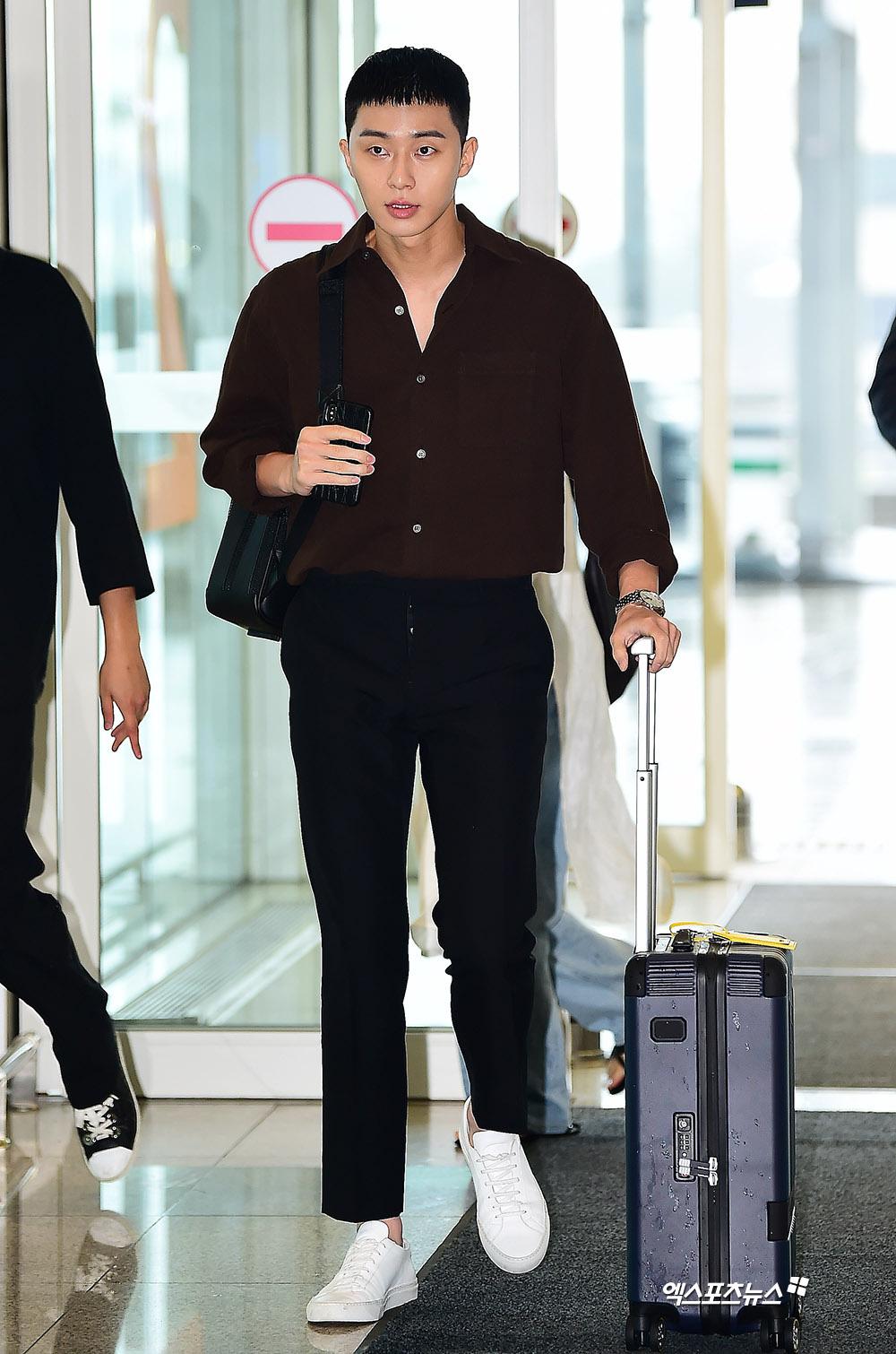 Ông chủ Danbam Park Seo Joon đúng là nam thần sân bay: Lúc như CEO đã giàu còn soái, khi đi dép xỏ ngón cũng ngầu như catwalk - Ảnh 17.