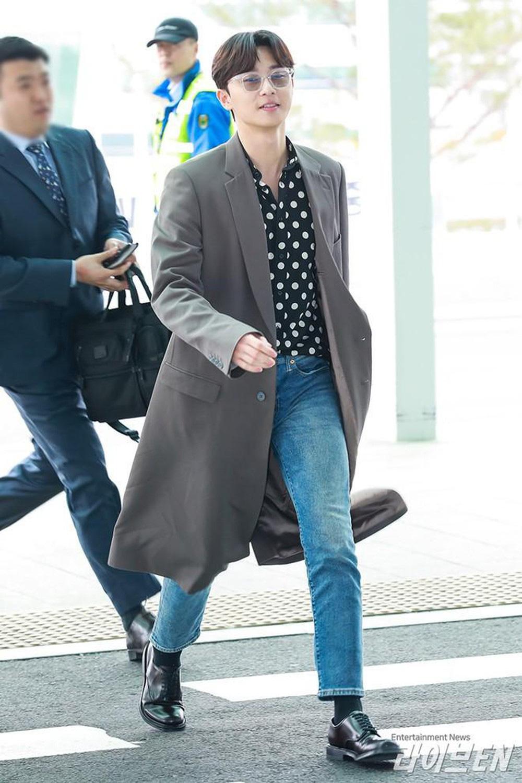 Ông chủ Danbam Park Seo Joon đúng là nam thần sân bay: Lúc như CEO đã giàu còn soái, khi đi dép xỏ ngón cũng ngầu như catwalk - Ảnh 8.