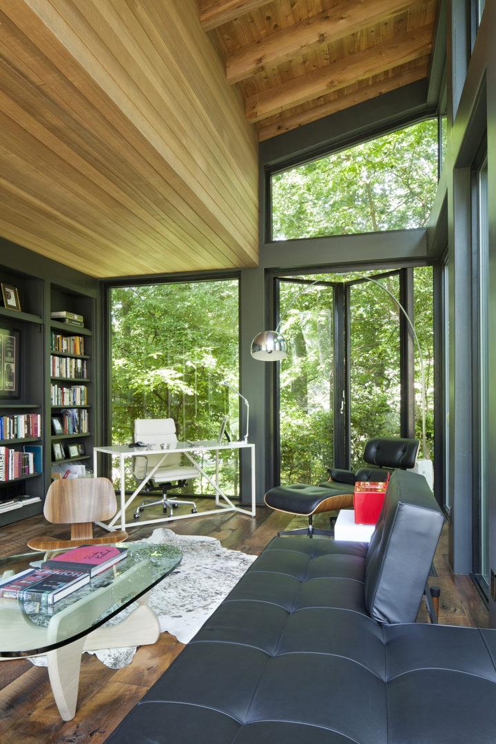 Ngôi nhà bốn bề là vườn cây xanh mát lý tưởng dành cho những ai yêu thích đọc sách - Ảnh 3.