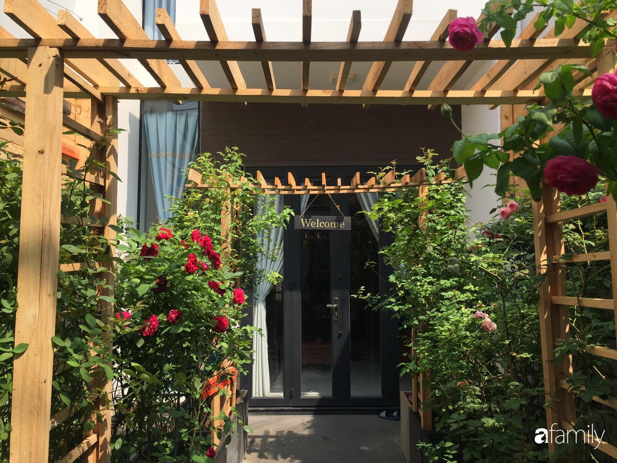 Lối nhỏ vào nhà níu chân bởi những gốc hồng xanh mướt lá rực rỡ sắc hoa ở Sài Gòn - Ảnh 8.