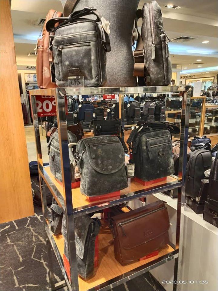 2 tháng mới quay trở lại làm việc, nhân viên trung tâm mua sắm choáng váng khi thấy bộ dạng của các mặt hàng trên kệ trưng bày - Ảnh 2.