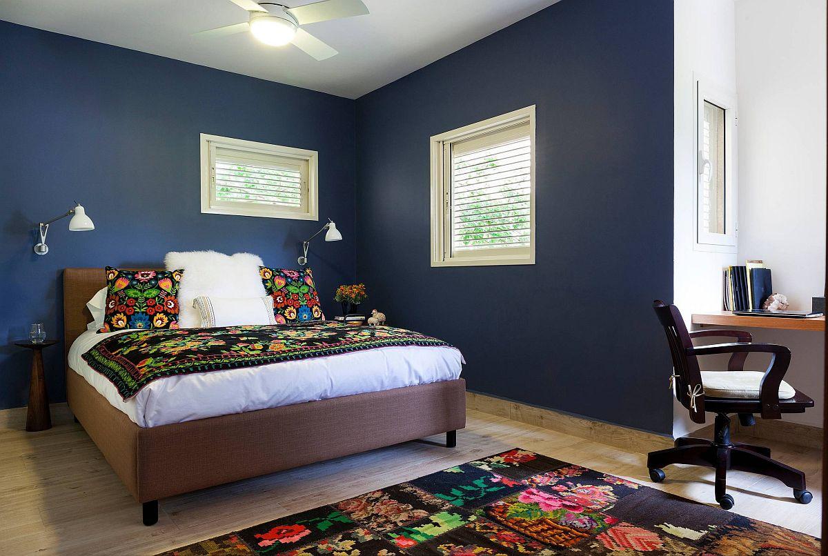 """Những căn phòng ngủ nhỏ đẹp """"thần thái"""" nhờ cách kết hợp màu sắc táo bạo - Ảnh 8."""