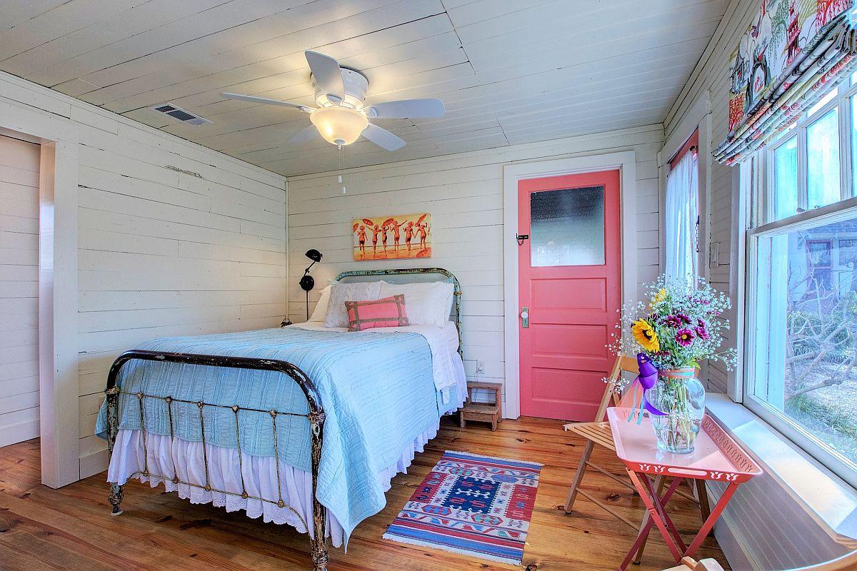 """Những căn phòng ngủ nhỏ đẹp """"thần thái"""" nhờ cách kết hợp màu sắc táo bạo - Ảnh 5."""