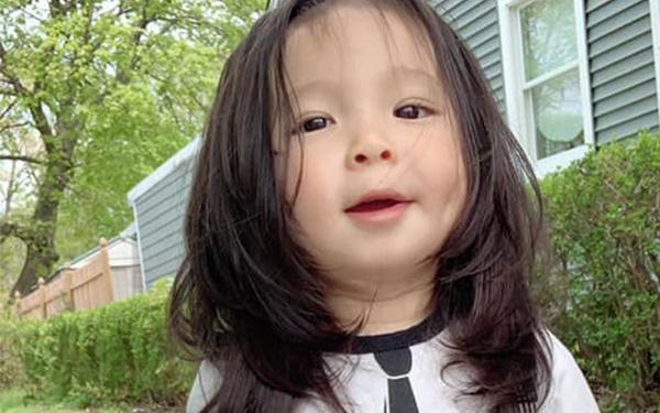 Nuôi tóc cho con trai từ lúc sinh ra đến 1,5 tuổi khiến bé bị nhầm là con gái