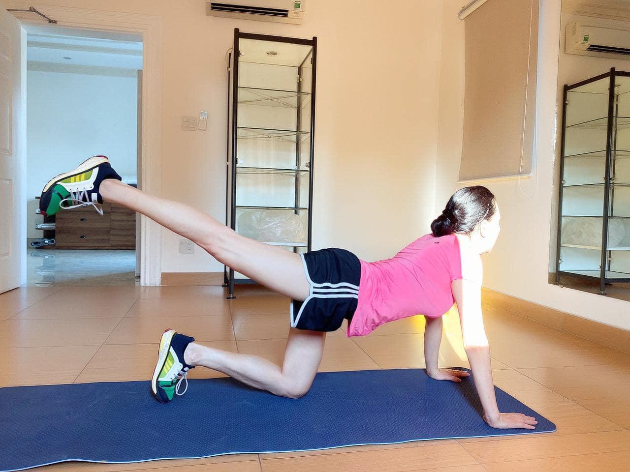 Phượng Chanel 40+ vẫn tự tin khoe chân dài nuột nà thẳng tắp: Thành quả của việc chăm chỉ tập yoga, chạy bộ 1 tiếng mỗi ngày - Ảnh 4.