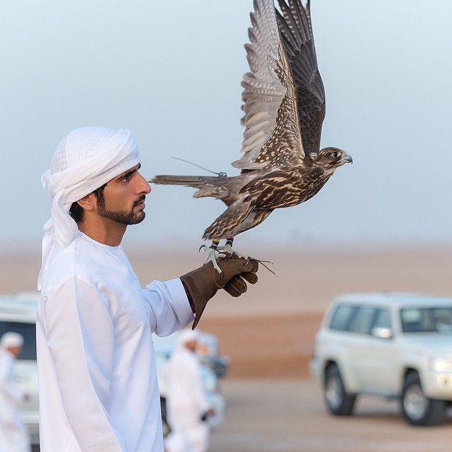 Thái tử đẹp nhất Dubai khiến nhiều thiếu nữ tan giấc mộng vì đã kết hôn, cô gái may mắn nhất có thân thế bất ngờ - Ảnh 2.