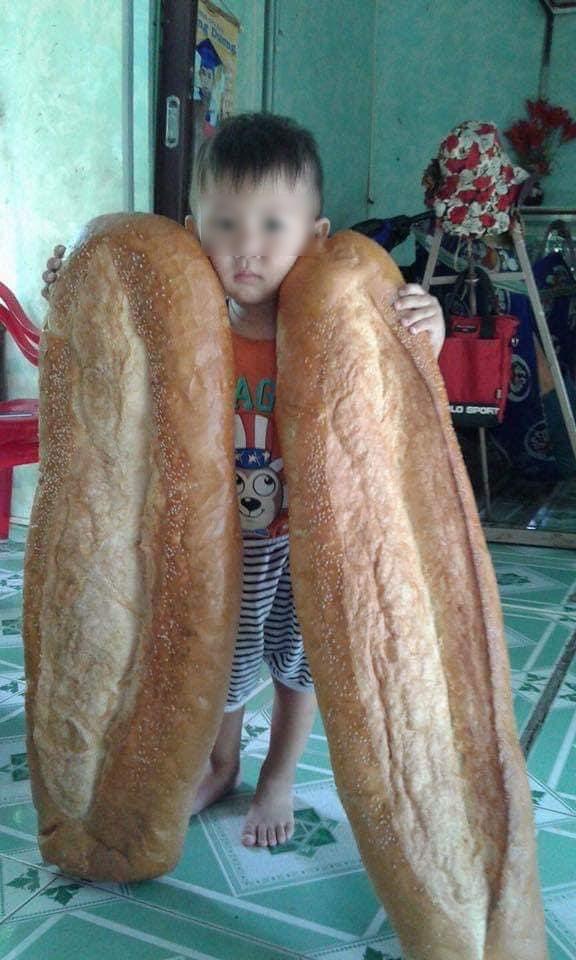 """Dân mạng bất ngờ với chiếc bánh mỳ siêu to khổng lồ """"từ hành tinh khác"""", nhưng ít ai biết món ăn này đã từng được xếp hạng là món ăn kỳ lạ nhất thế giới - Ảnh 2."""
