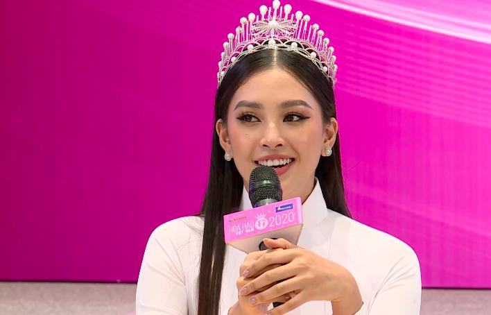 Sau 2 năm đương nhiệm, Tiểu Vy để lộ khuyết điểm ứng xử khi phát biểu ấp úng, thiếu tinh tế tại họp báo Hoa hậu Việt Nam 2020 - Ảnh 3.