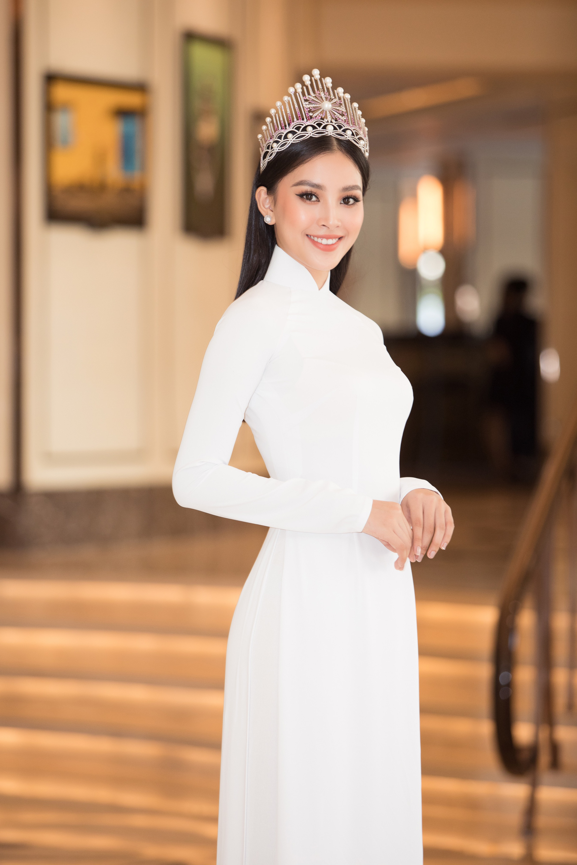 Sau 2 năm đương nhiệm, Tiểu Vy để lộ khuyết điểm ứng xử khi phát biểu ấp úng, thiếu tinh tế tại họp báo Hoa hậu Việt Nam 2020 - Ảnh 5.