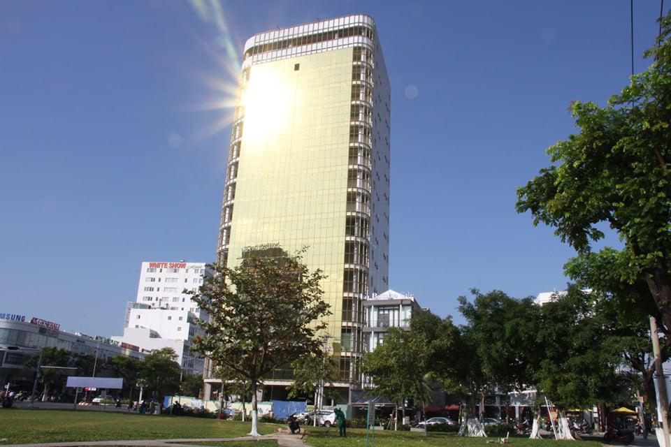 Cận cảnh toà nhà dát vàng của ngân hàng SHB khiến người dân Đà Nẵng bức xúc - Ảnh 4.