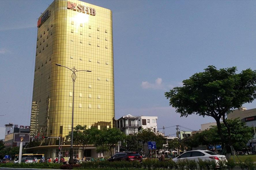 Cận cảnh toà nhà dát vàng của ngân hàng SHB khiến người dân Đà Nẵng bức xúc - Ảnh 5.