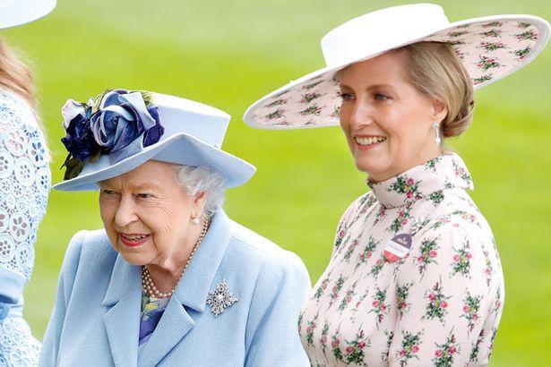 Vũ khí bí mật của Nữ hoàng Anh để thay thế nhà Sussex ở hoàng gia, đủ khiến cho Meghan Markle phải cảm thấy muối mặt - Ảnh 3.