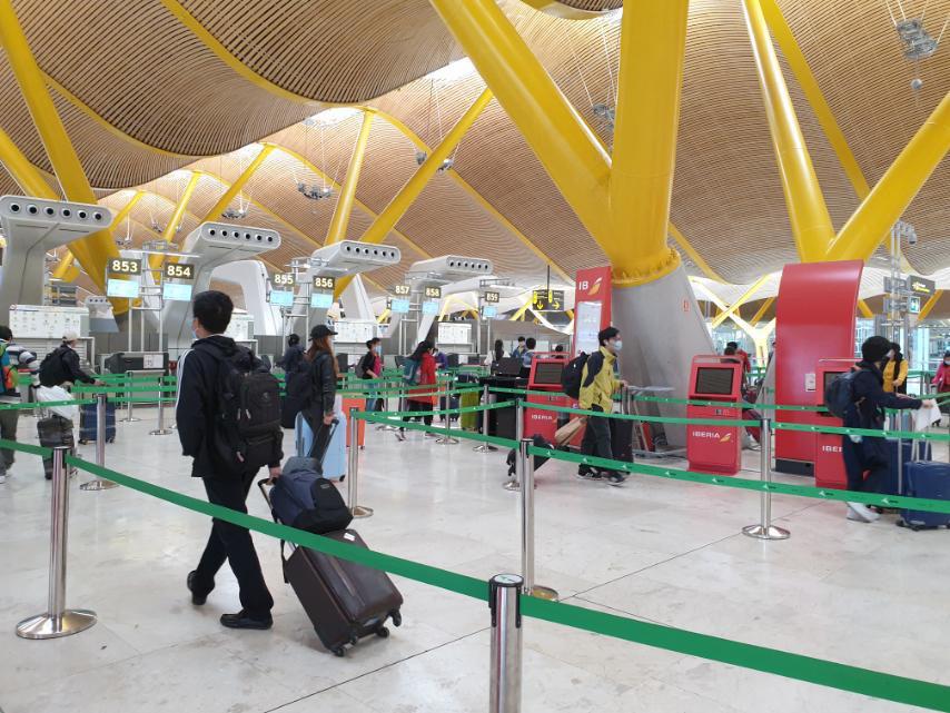 Đưa công dân Việt Nam từ tâm dịch Tây Ban Nha về sân bay Đà Nẵng - Ảnh 3.