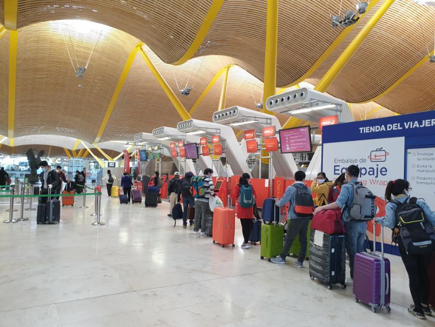 Đưa công dân Việt Nam từ tâm dịch Tây Ban Nha về sân bay Đà Nẵng - Ảnh 4.