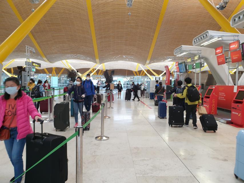 Đưa công dân Việt Nam từ tâm dịch Tây Ban Nha về sân bay Đà Nẵng - Ảnh 5.