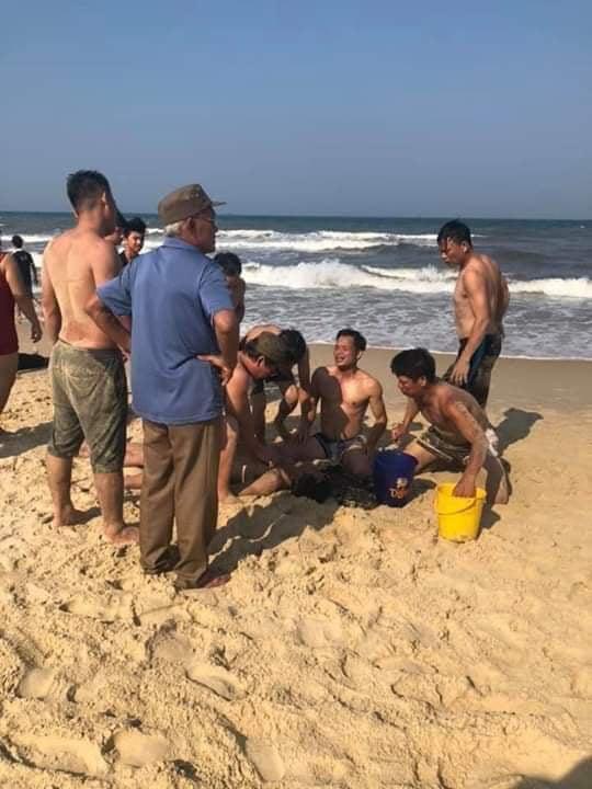 Quảng Trị: Hai người tử vong khi đi tắm biển - Ảnh 1.